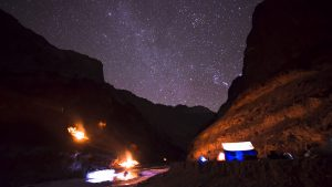 chadar trek at night